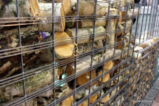Gabiony wypełnione drewnem