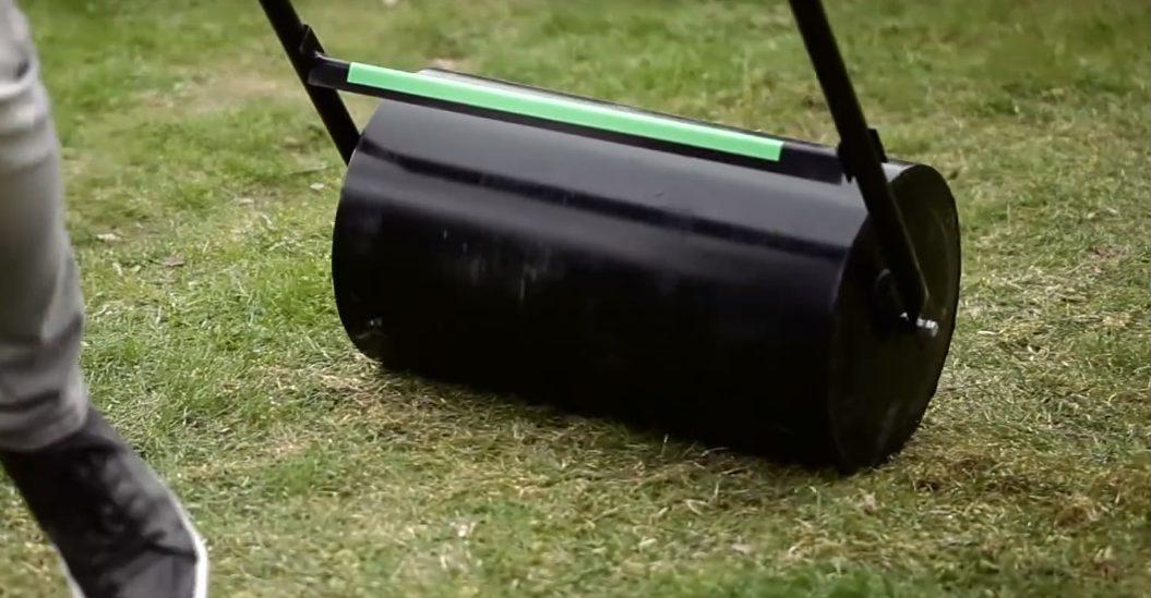 Wałowanie trawnika – kiedy należy je robić?